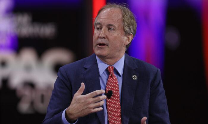Ken Paxton, fiscal general de Texas, habla durante un panel de discusión durante la Conferencia de Acción Política Conservadora en Orlando, Florida, el 27 de febrero de 2021. (Joe Raedle/Getty Images)
