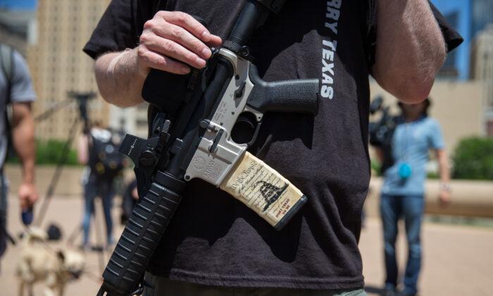 Defensores de armas en la convención anual de la NRA, el 5 de mayo de 2018 en Dallas, Texas. (Loren Elliott/AFP a través de Getty Images)