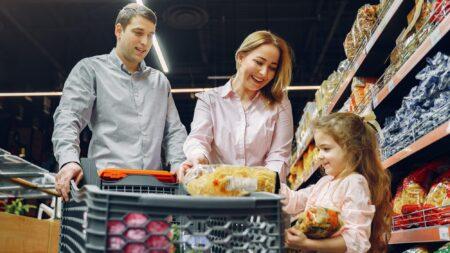 Consejos para llevar a casa menos productos químicos de la tienda de alimentos