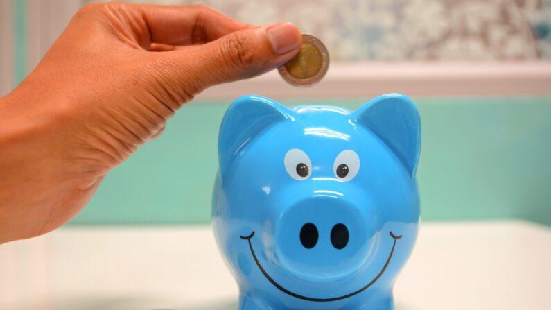 Cada día, mi misión es motivarlo de innumerables maneras a gastar menos y ahorrar más. ¡Sé que puede hacerlo! (Aitree rimthong/ Pexels)