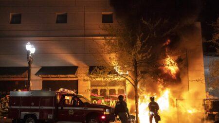 Fiscales federales retiran mayoría de casos contra sospechosos de disturbios en Portland