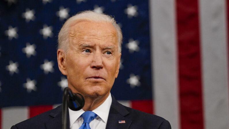 El presidente Joe Biden se dirige a una sesión conjunta del Congreso en la cámara de la Cámara de Representantes del Capitolio de los Estados Unidos en Washington el 28 de abril de 2021. (Melina Mara/Pool/Getty Images)