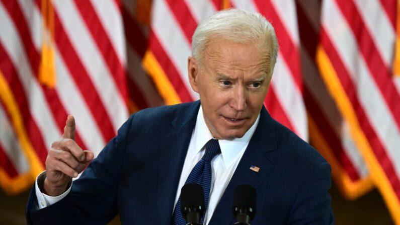 El presidente Joe Biden habla en Pittsburgh el 31 de marzo de 2021, al presentar su plan de infraestructuras de 2 billones de dólares. (Jim Watson/AFP vía Getty Images)