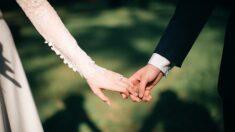 """Adolescente con cáncer se casa con el amor de su vida antes de morir: """"Rezamos juntos por un milagro"""""""