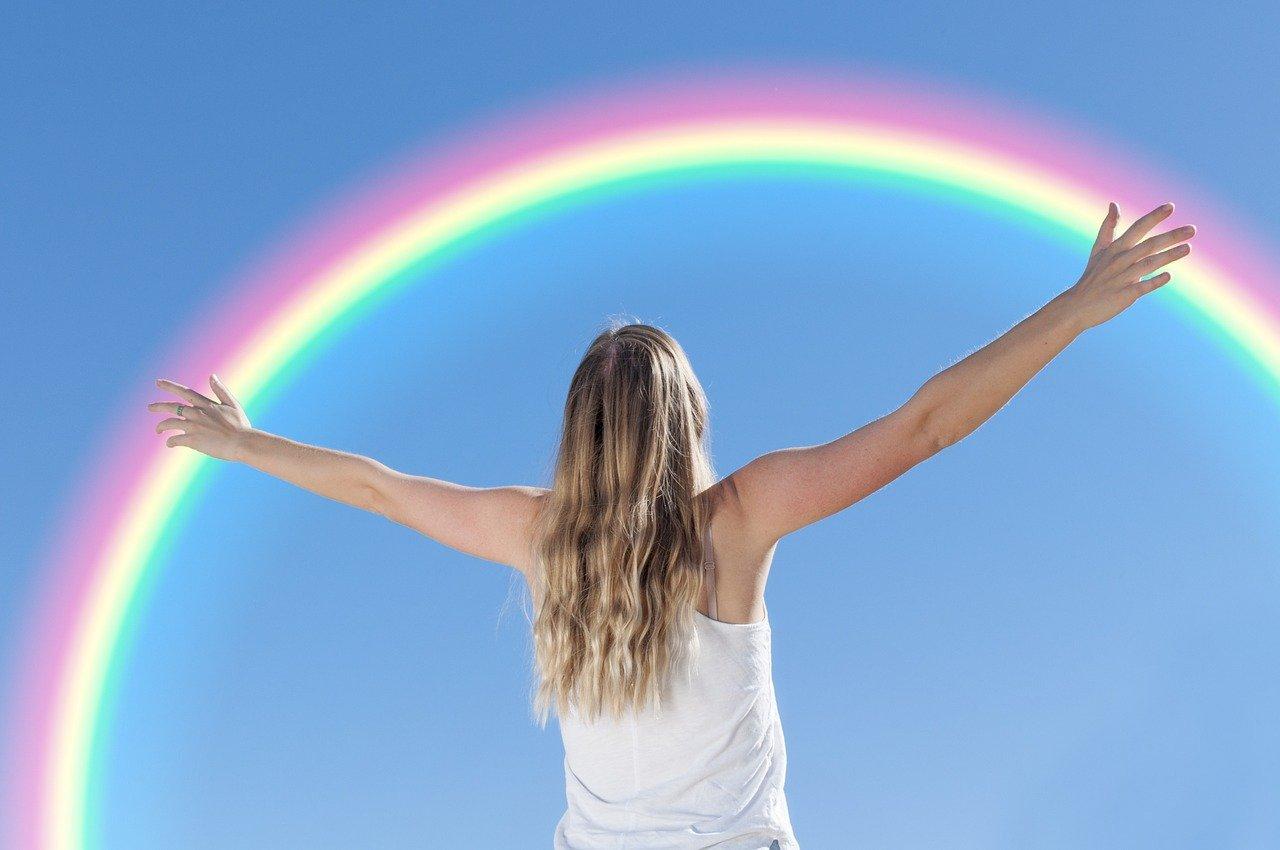 El arco iris empieza a aparecer mientras aumenta el potencial de la primavera