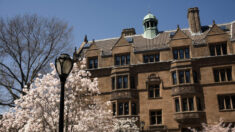 Yale y Columbia exigirán vacunas contra el virus del PCCh a estudiantes