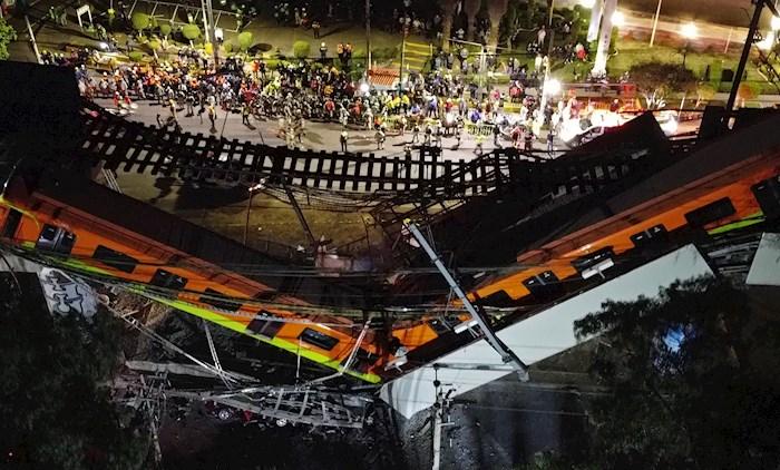 Vista aérea tomada con un dron que muestra el colapso de los vagones del metro esta noche, en la Ciudad de México (México). EFE/ Sáshenka Gutiérrez