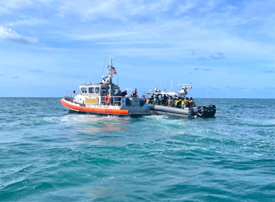 Guardacostas de EE.UU. repatrían a 45 cubanos interceptados en aguas del Caribe