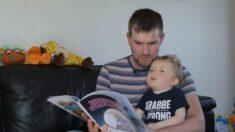 Niño con enfermedad terminal es inmortalizado por su padre como superhéroe en libros infantiles