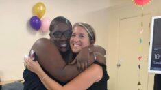 """Joven de 19 años es adoptada después de pasar su vida en hogares de acogida: """"Nunca es demasiado tarde"""""""