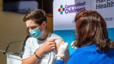 Médicos y padres demandan al HHS por autorizar la vacuna anti-COVID en menores de 16 años
