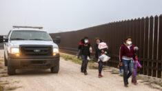Arrestos de CBP alcanzaron niveles récord en frontera sur en abril y niños no acompañados disminuyeron