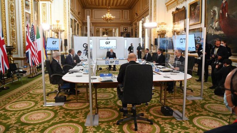 Imagen de la primera sesión de la reunión de ministros del G7 en Londres, Inglaterra. EFE/EPA/ANDY RAIN