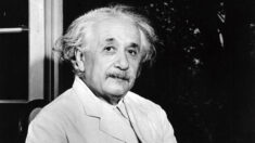Subastan una carta manuscrita con ecuación de Einstein en USD 1.2 millones