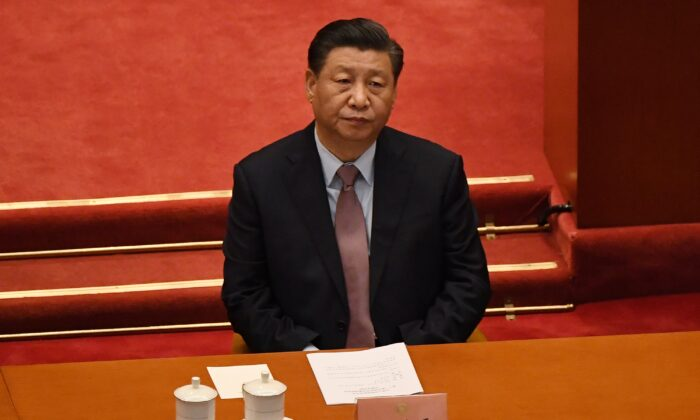El líder chino Xi Jinping asiste a la ceremonia de apertura de la Conferencia Consultiva Política del Pueblo Chino (CCPPCh), en el Gran Palacio del Pueblo en Beijing, el 4 de marzo de 2021. (Leo Ramirez/AFP a través de Getty Images)