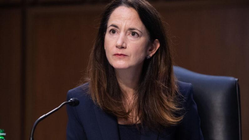Avril Haines, Directora de Inteligencia Nacional, testifica durante una audiencia del Comité Selecto del Senado sobre Inteligencia en el Capitolio el 14 de abril de 2021 en Washington, DC. (Saul Loeb-Pool/Getty Images)