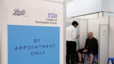 Reino Unido priorizará otras vacunas contra covid-19 sobre AstraZeneca para menores de 40 años