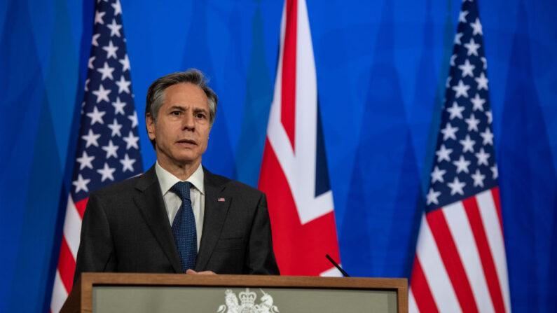El secretario de Estado estadounidense, Antony Blinken, durante una rueda de prensa conjunta con el ministro de Asuntos Exteriores del Reino Unido, Dominic Raab, en Downing Street el 3 de mayo de 2021 en Londres, Inglaterra. (Chris J Ratcliffe/Getty Images)
