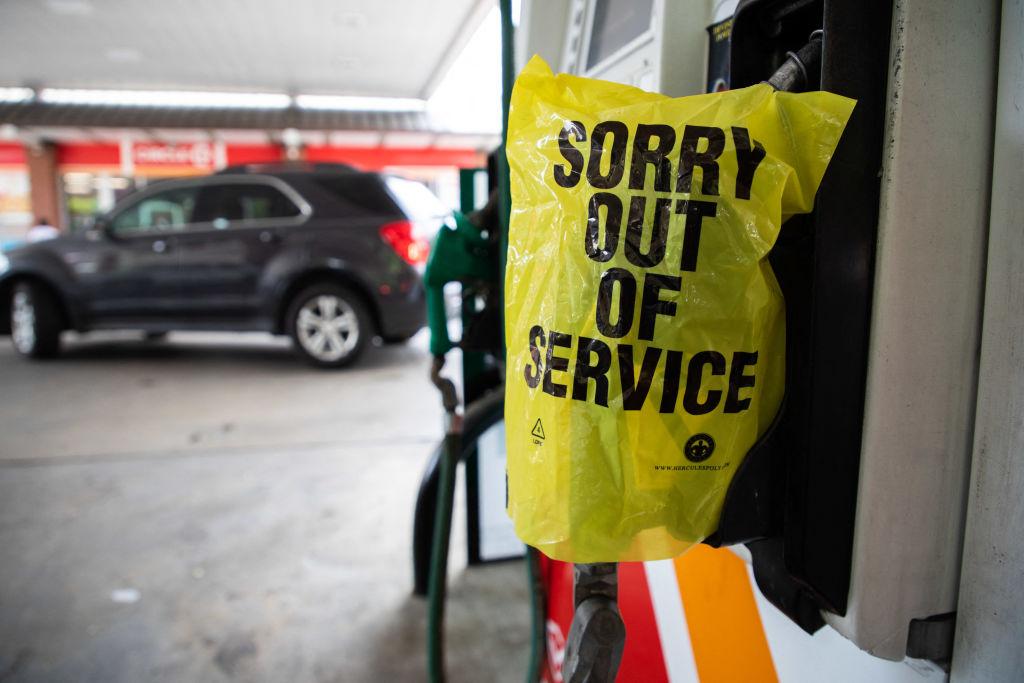 Administración Biden concede exención temporal a una empresa en medio de escasez de gasolina