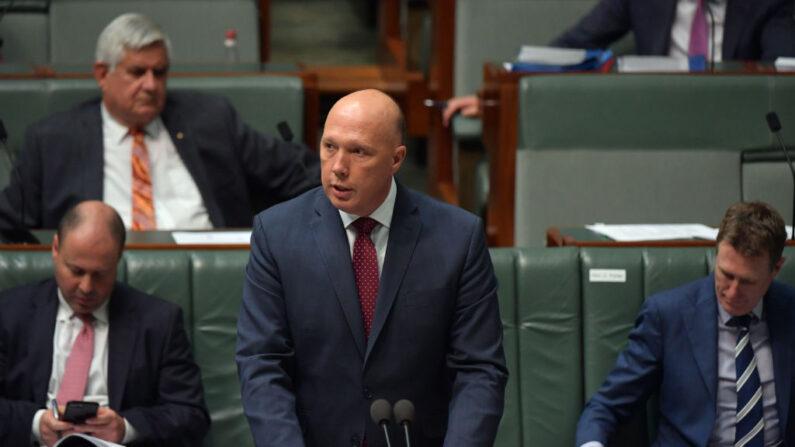 El ministro del Interior, Peter Dutton, durante un turno de preguntas en la Cámara de Representantes del Parlamento australiano, el 10 de diciembre de 2020 en Canberra, Australia. (Sam Mooy/Getty Images)