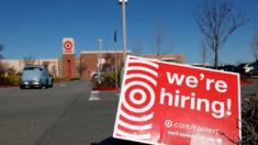 Empleadores en EE.UU. solo añadieron 266,000 puestos en abril y empresas luchan por encontrar empleados