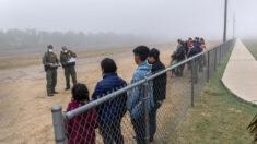 Denunciantes dicen que vieron problemas graves en centro de niños migrantes de Texas