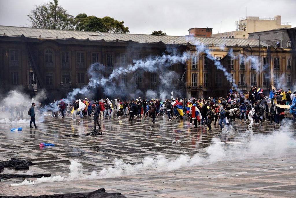 """Hay una injerencia """"grosera"""" del régimen de Maduro en protestas de Colombia: Funcionarios y analistas"""