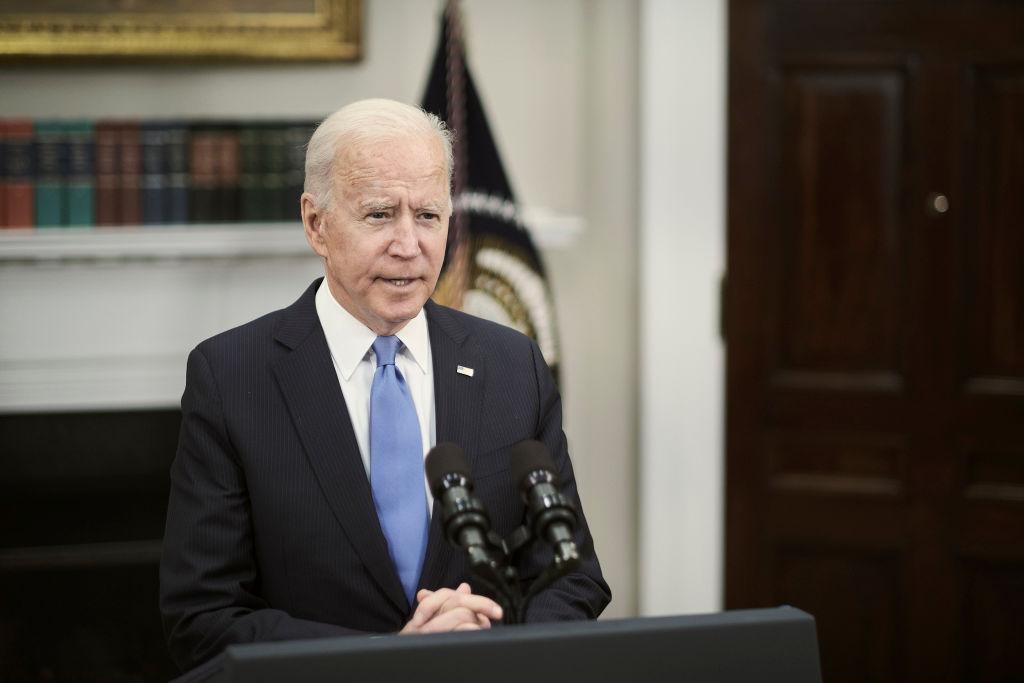 """Biden a americanos: No entren en pánico, combustible está """"comenzando a fluir"""" tras crisis del oleoducto"""