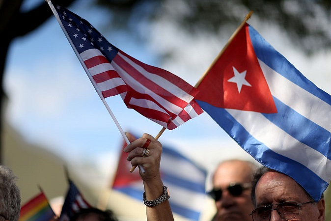"""""""Sepan la verdad"""": Inmigrantes cubanos advierten a EE.UU. de """"miseria para todos"""" si eligen el socialismo"""