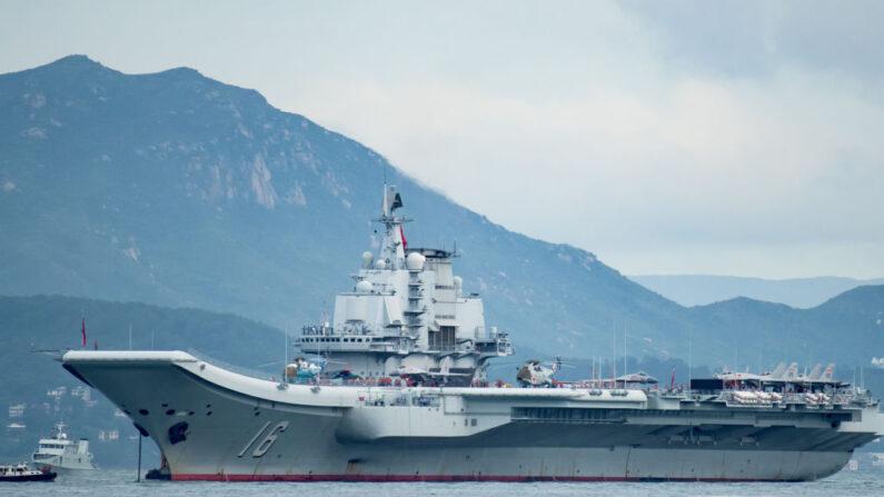 El primer portaaviones chino Liaoning llega el 7 de julio de 2017 a Hong Kong, Hong Kong.(Keith Tsuji/Getty Images)