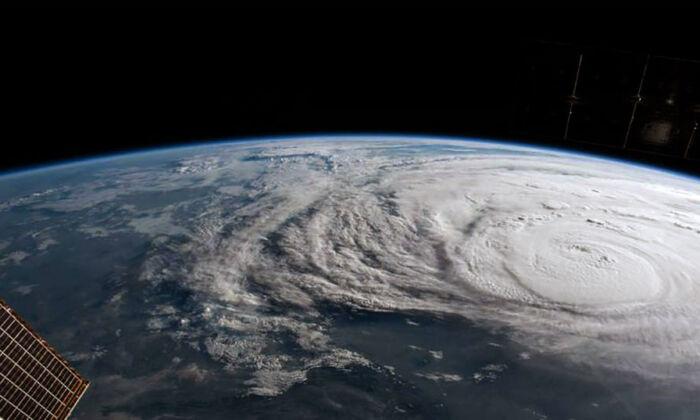 Una fotografía de observación de la Tierra tomada en la órbita terrestre baja por la Estación Espacial Internacional el 25 de agosto de 2017.(NASA vía Getty Images)