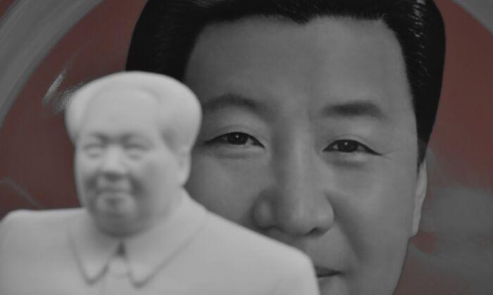 Un plato decorativo con una imagen del líder chino Xi Jinping se ve detrás de una estatua de Mao Zedong, en una tienda de recuerdos junto a la Plaza de Tiananmen, en Beijing, China, el 27 de febrero de 2018. (GREG BAKER/AFP a través de Getty Images)