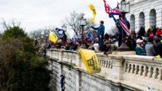 """Incautan USD 90,000 y acusan a simpatizante de BLM de """"asaltar el Capitolio"""" y vender las imágenes"""