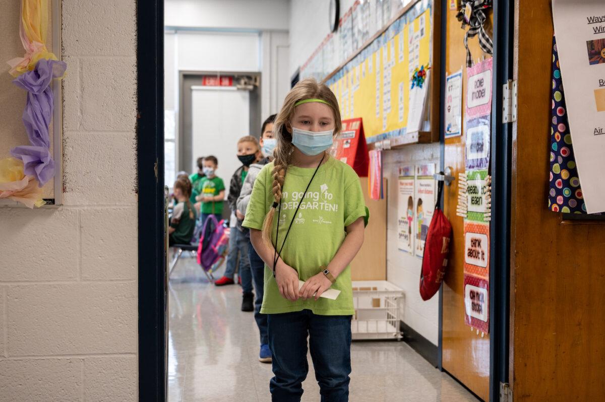 La ciencia debate sobre órdenes de mascarillas en escuelas mientras ignora los daños