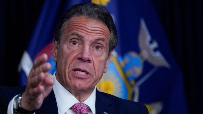 El gobernador de Nueva York, Andrew Cuomo, habla durante una conferencia de prensa en Nueva York, el 10 de mayo de 2021. (Mary Altaffer/POOL/AFP vía Getty Images)