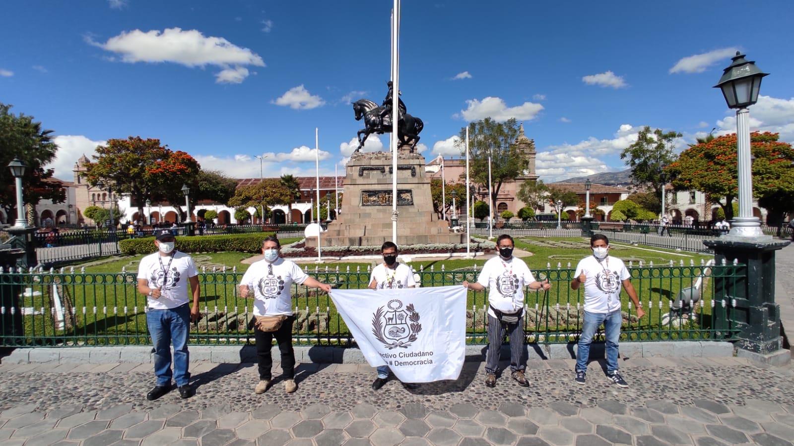 Un grupo de peruanos recorre el país para exponer el comunismo a puertas de la 2da vuelta electoral