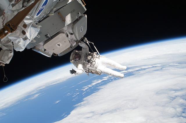 Mamá astronauta se prepara para la misión SpaceX de la Nasa, ¡estará 6 meses fuera del planeta Tierra!