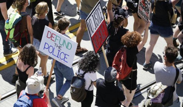 La revolución socialista se ha puesto en marcha en Estados Unidos: Trevor Loudon