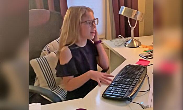 Niña de 8 años hace una divertida imitación de su madre trabajando en casa, haciéndose viral en LinkedIn