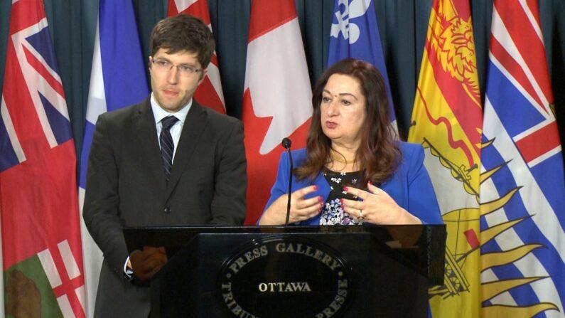 La senadora Salma Ataullahjan y el miembro del Parlamento Garnett Genuis en una foto de archivo. (Limin Zhou/The Epoch Times)