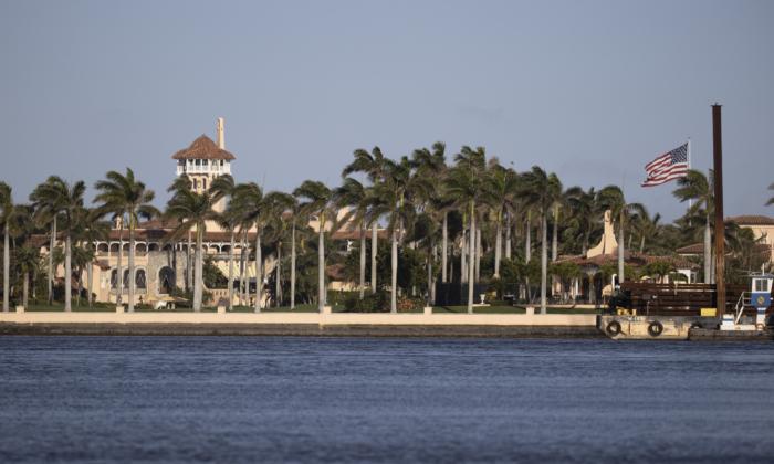 El resort Mar-a-Lago del presidente Donald Trump, donde reside actualmente, en Palm Beach, Florida, el 13 de febrero de 2021. (Joe Raedle/Getty Images)