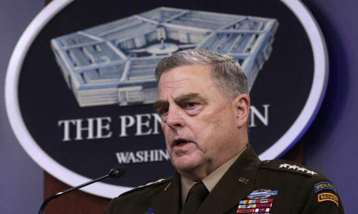 El jefe del Estado Mayor Conjunto de EE. UU., el general Mark Milley, participa en una conferencia de prensa en el Pentágono en Arlington, Virginia, el 6 de mayo de 2021. (Alex Wong/Getty Images)