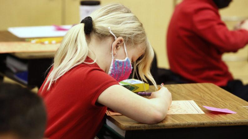 Una estudiante en una escuela en Provo, Utah, el 10 de febrero de 2021. (George Frey/Getty Images)