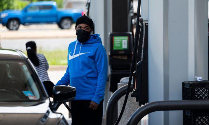Colonial Pipeline reinicia sus operaciones ante el aumento de la escasez de combustible