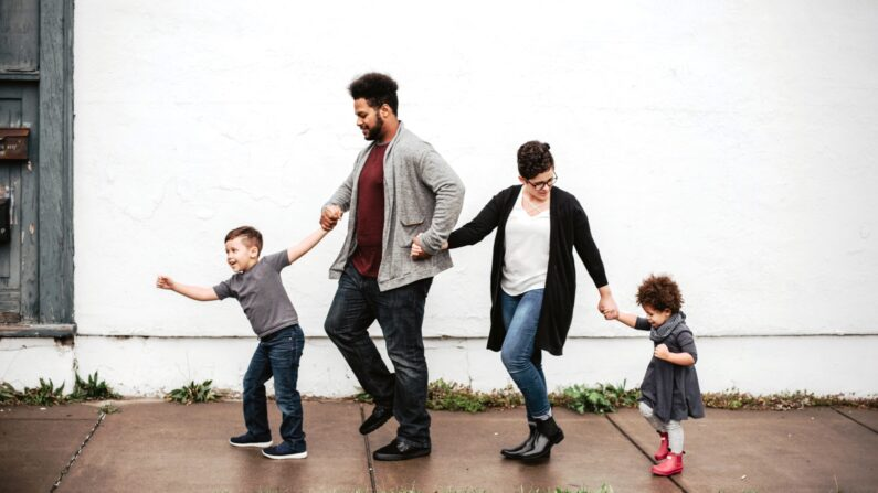 Cuando la presión aumenta y los niños necesitan desahogarse, es el momento de... una pausa para bailar.