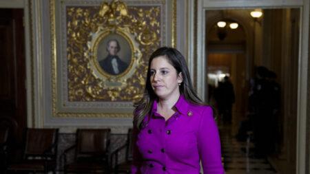 Principal representante republicana de la Cámara, Elise Stefanik, está embarazada de su primer hijo