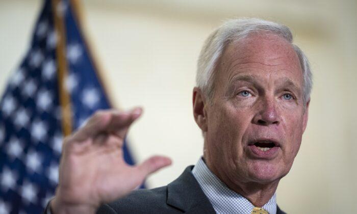 Senador Johnson: Las agencias de salud están 'ignorando la inmunidad natural'