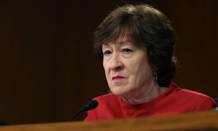 La senadora Susan Collins (R-Maine), miembro del Comité de Asignaciones del Senado, en una audiencia en el Edificio Dirksen del Senado en Washington el 20 de abril de 2021. (Chip Somodevilla/Getty Images)