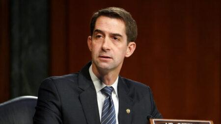 Senadores del GOP piden elevar controles de exportación para frenar 'depredación económica de China'