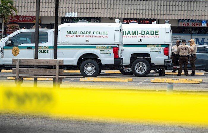 Vista de la escena de un tiroteo en Miami Dade, el pasado 30 de mayo de 2021. EFE/Cristóbal Herrera